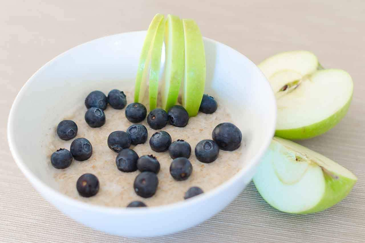 Oatmeal And Green Apple For Healthier Life