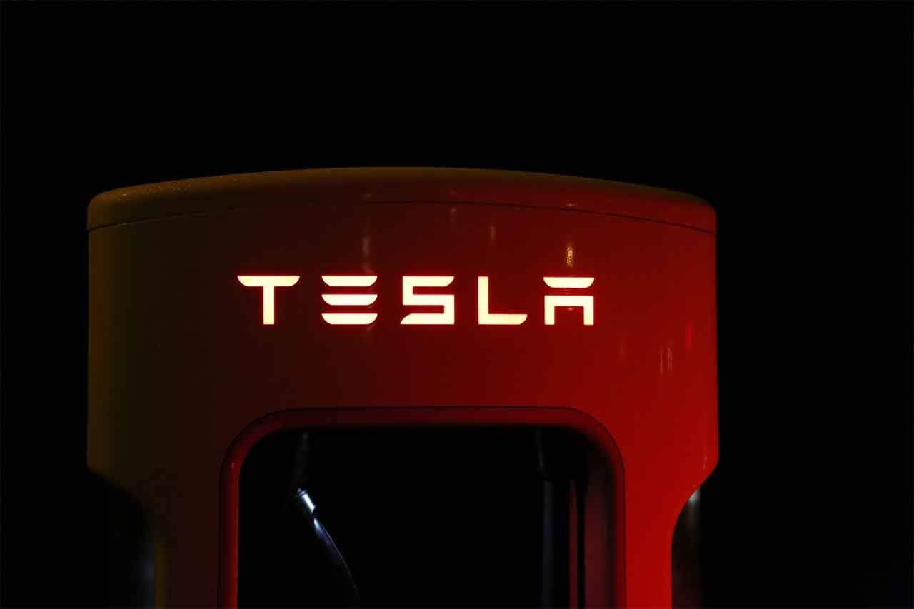 Tesla Might Start Its Own Music Streaming Service