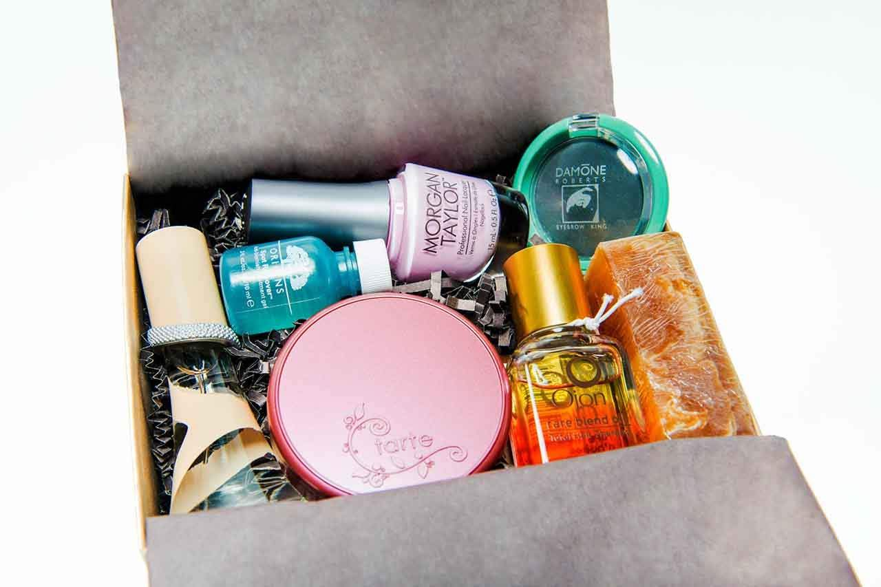 "Unboxing A Beauty Subscription Box: ""Little Known Box"""